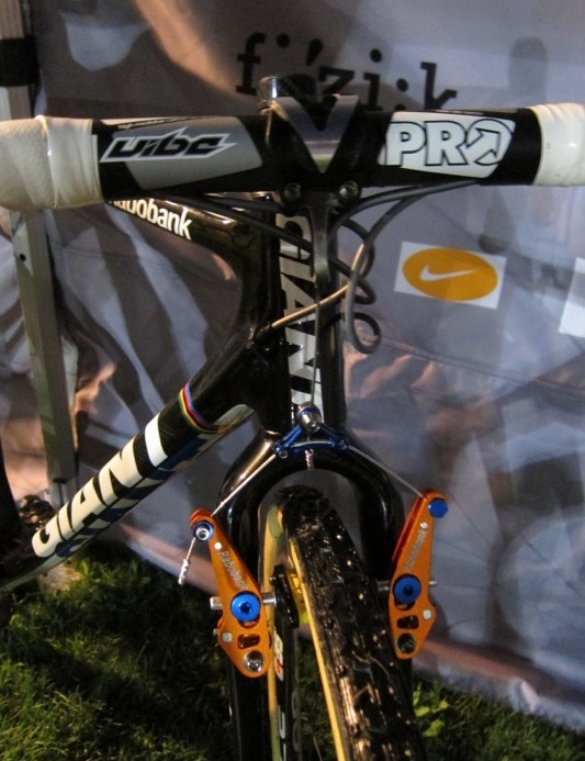 Van der Harr's bike used a brake cable hanger mounted between the PRO stem's faceplate and stem interface