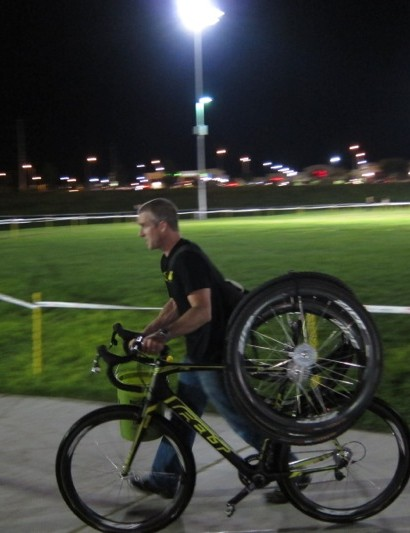 Ryan Trebon's mechanic Dusty LaBarr high tails it to the pits with his racer's spare kit