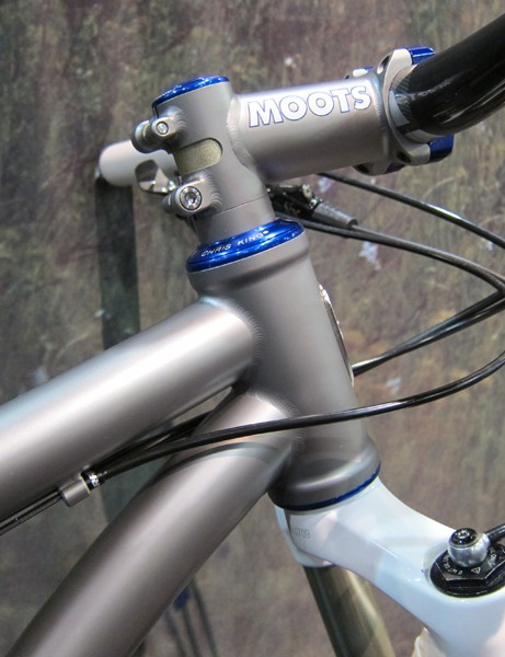 The 44mm-diameter head tube on the Moots Mooto X RSL works with either straight or tapered steerers