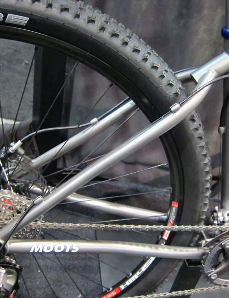 Moots uses its familiar wishbone-type rear end on the Mooto X RSL