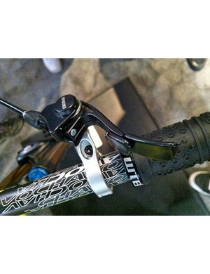 The current twin tab remote lever of the DOSS dropper seatpost prototype