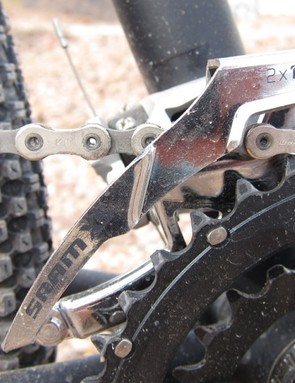The X5 front derailleur shares its dual-ring profile with the higher end models