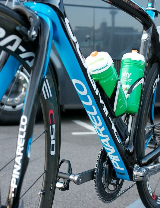 Bold team colours and graphics adorn the flattened underside of the large down tube.