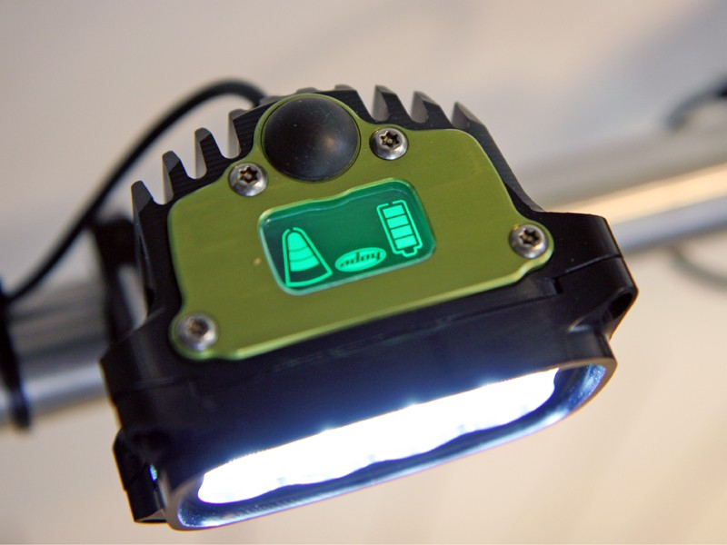 The on-board display on the new Hope Vision R8 light shows the current light output, the selected mode, and remaining battery life