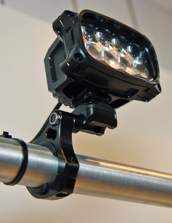 As always, Hope builds its Vision R8 light with CNC machined aluminum