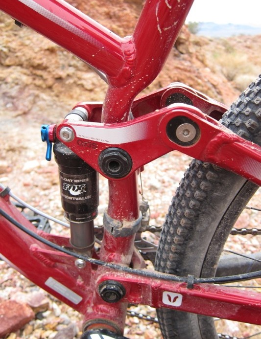 Despite the short stays the Atlas uses a standard band clamp front derailleur
