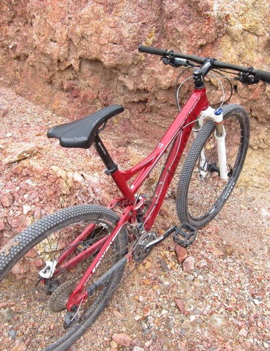 The Atlas 29er offers good stand over clearance