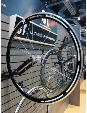 3T showed off its new aluminum-rimmed Accelero 40 Pro clincher wheels, too.