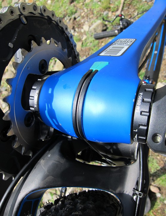 Front derailleur cable routing is internal through the downtube, and wraps around the bottom bracket shell externally through a plastic guide