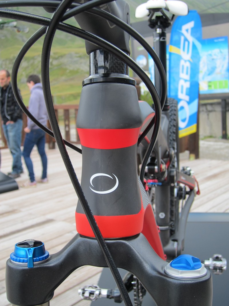 A THT (tapered head tube) is only available on the carbon Occam