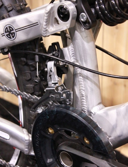 The new Uzzi has a high-direct front derailleur mount