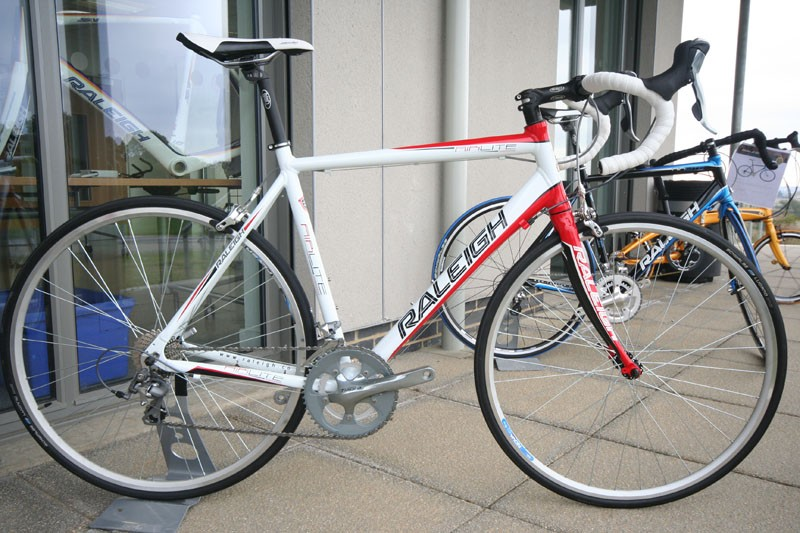 With a new aluminium frame and Tiagra 10, the £850 Airlite 300 has the potential to be a great sub £1k bike.