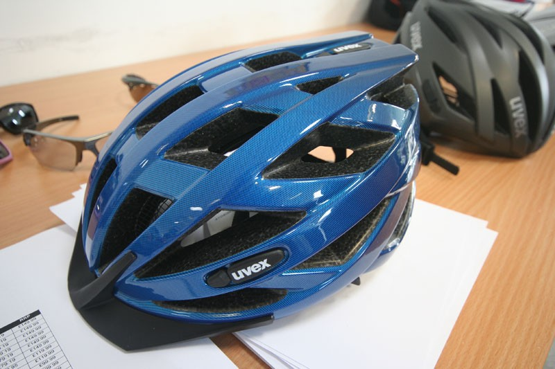 Large vents and an in moulded shell feature on the budget i-vo helmet