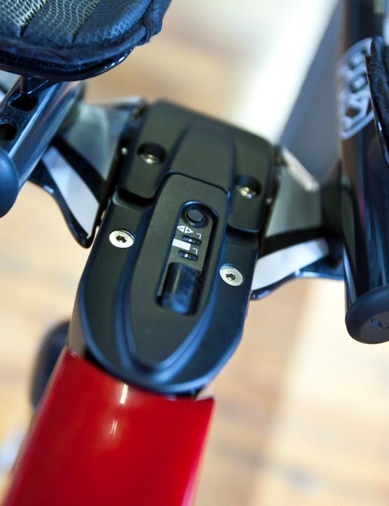 The Avanti Evo II's stem cleverly integrates the Dura Ace Di2 indicator/adjuster
