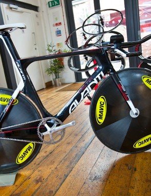 The Pista version of the Avanti Evo II features Avanti's own integrated handlebar. This will be used by New Zealand's 2012 womens track team