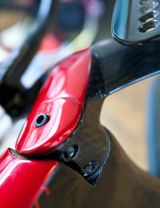 The carbon stem fits flush with the Pista's top tube