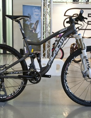 Big wheeled XC full susser, the Vapour 29.2