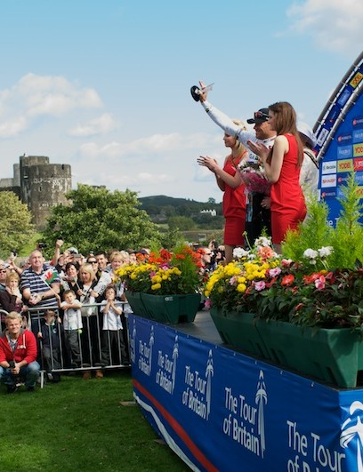 Hushovd celebrates his win in stage 4 in front of Caerphilly Castle