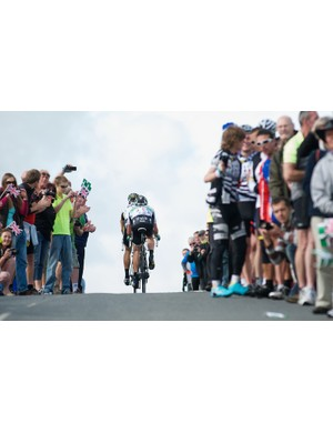 Stage 5: Eisel and Brammeier part the crowds on Dartmoor