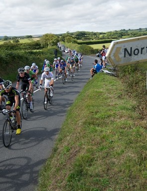 Stage 5: The peloton skirting Dartmoor in the lanes