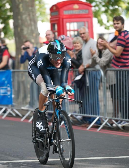 Stage 8a: Steve Cummings on Victoria Embankment