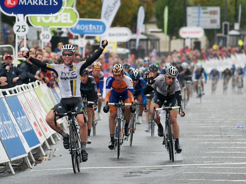 Mark Cavendish wins stage 1 in Dumfries