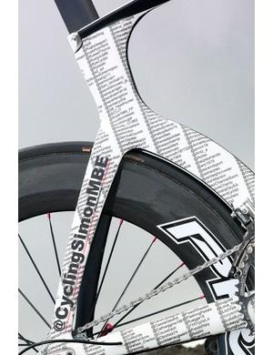 SIMONSTRONG 685 tribute design