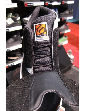 The Cool Hwip features Five Ten's Raptor tongue and a dual Velcro flap so that it opens fully for easy lacing