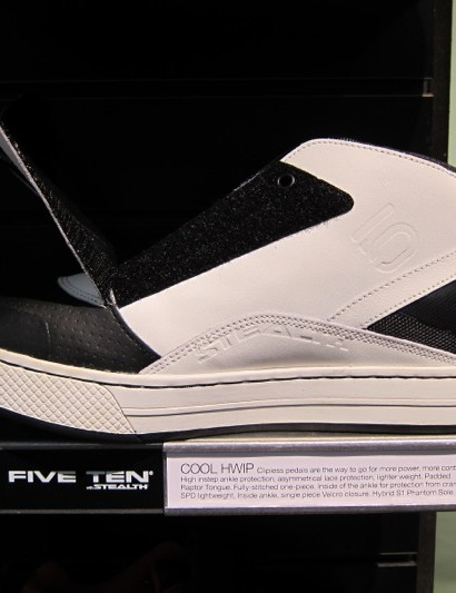 The Cool Hwip offers 3/4 asymmetric inner ankle coverage to protect it from the crank