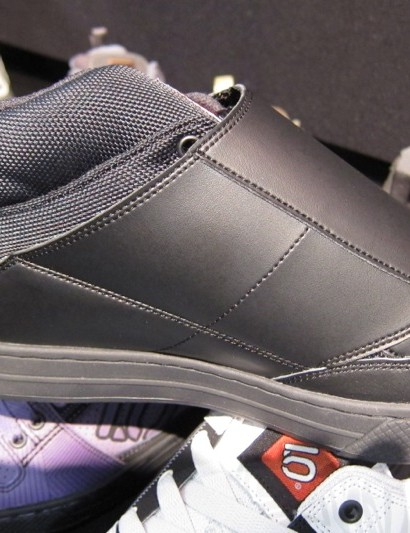 A single sided Velcro flap helps keep the price down on the Raven