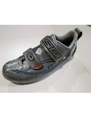 The Sidi T3 Carbon triathlon-specific shoe gets the new Eleven Carbon/Composite sole for 2012