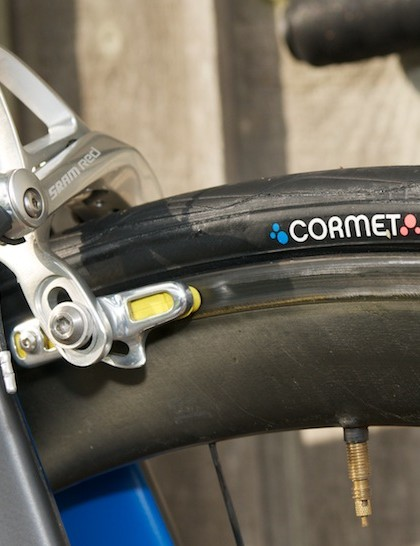 Front brake with Swisstop Flash Pro pads and Maxxis Cormet One70 clincher tyres