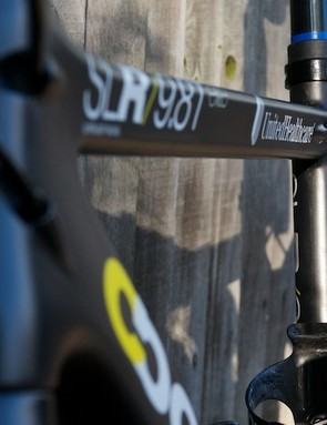 The triangular profile to the top tube