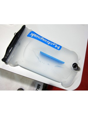 Hydrapak's new baffled reservoir sits flatter than before when filled while a clever Snap-Zip internal structure still allows the reservoir to be turned completely inside out for cleaning and drying