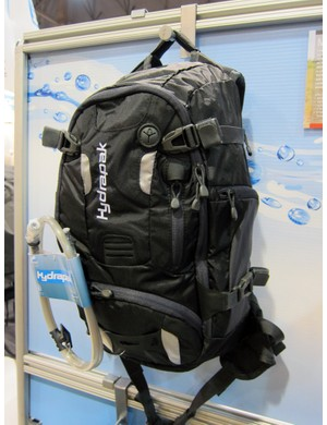 The basic layout of the Hydrapak Morro is mostly unchanged for 2012 but the bottom compartment has been enlarged and there are now additional pockets on the waist strap