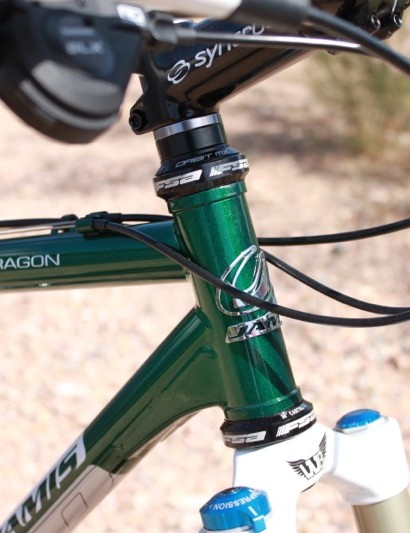 The Dragon sports a standard 1-1/8in head tube