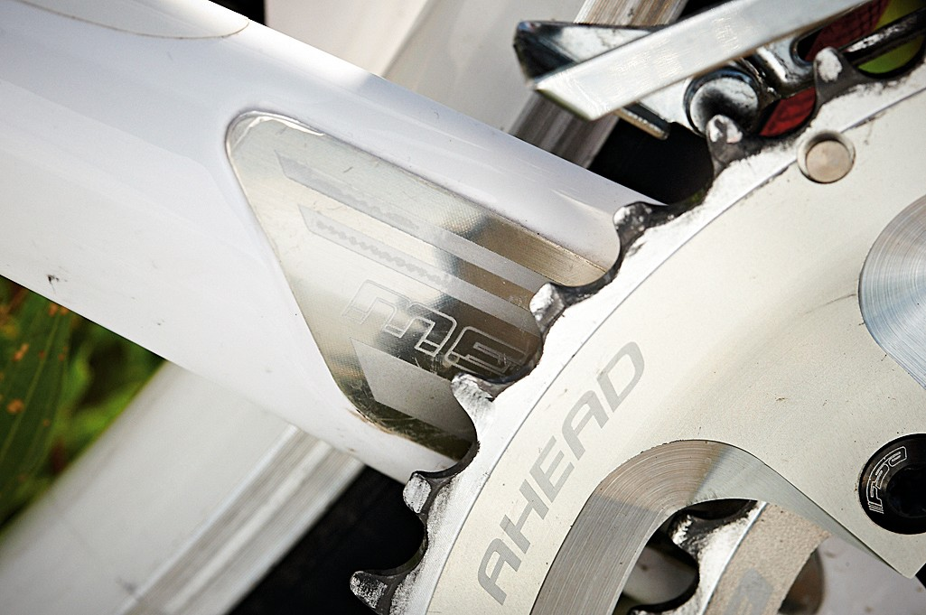 An aluminium insert protects the carbon chainstay
