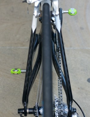 Almost straight seat stays and slightly flared chain stays