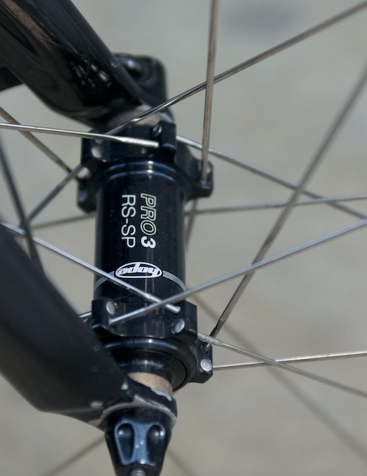 Front Hope Pro 3 hub with 2 cross laced spokes