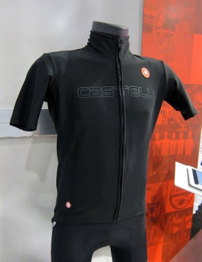 The Castelli Gabba WS Rain Jersey is built with Gore Windstopper X-Lite Plus and Castelli Nano Flex fabrics for a trim-fitting protective piece that doesn't require a separate jacket. Add in a pair of Nano Flex arm warmers for the complete package