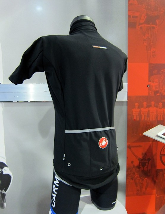 The Gore Windstopper X-Lite Plus fabric on the Castelli Gabba WS Rain Jersey is stretchy like a standard jersey but protective like a jacket