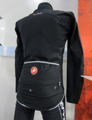 Castelli build the Aero Rain Lite LS jersey with Gore Windstopper X-Lite Plus fabric for complete protection plus Nano Flex fabric under the arms for extra ventilation