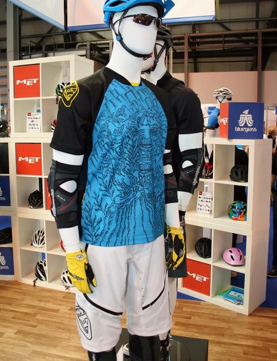 2012 tld ace shorts and skyline corona jersey: 2012 tld ace shorts and skyline corona jersey  TLD's 2012 Skyline Corona jersey, Ace shorts, XC gloves, 5550 arm pads and 5450 leg pads
