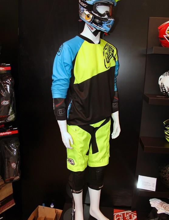 2012 TLD D3 Speedwing Yellow helmet, Ruckus jersey and Moto shorts