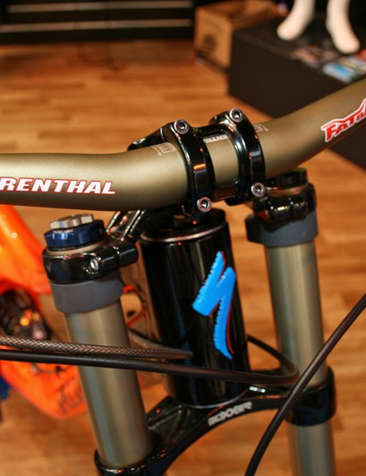 A Renthal Fatbar takes care of steering duties
