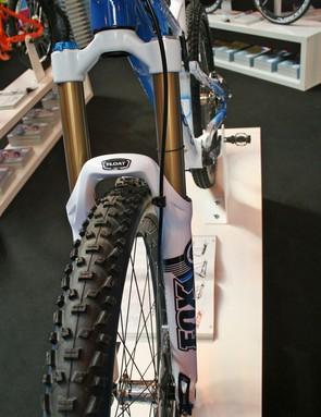 A Kashima-coated Fox 36 keeps the bike on track