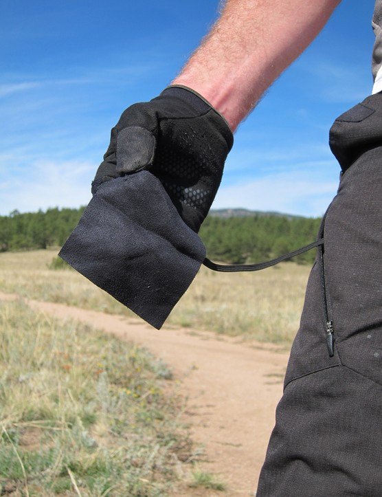 A handy wipe tucked into the pocket of the Jett Raptor shorts is just the thing for sweaty sunglasses