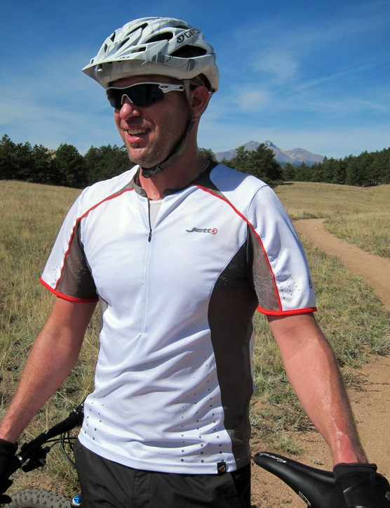 The Jett Raptor jersey blends high-performance fabrics with casual styling for trail riders