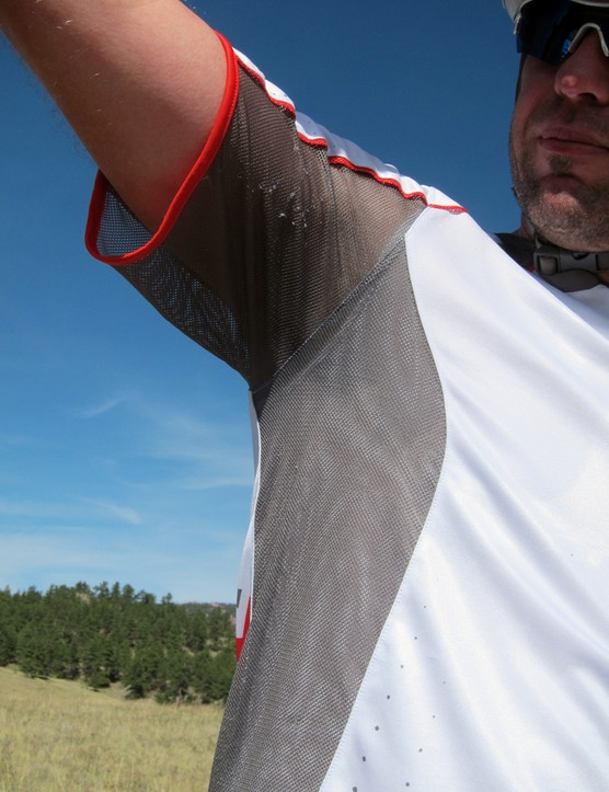 Airy mesh panels in the armpits help prevent overheating