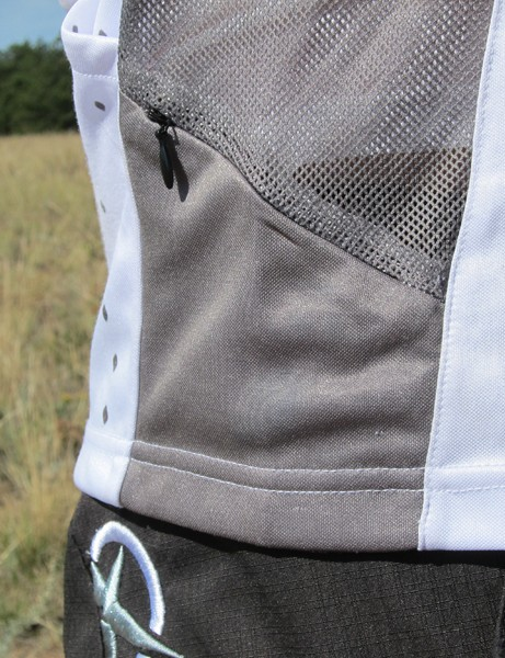 One additional small zippered pocket on the side of the Jett Raptor jersey is sized just right for keys or a gel packet